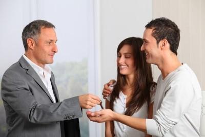 Подписание документов при съеме квартиры