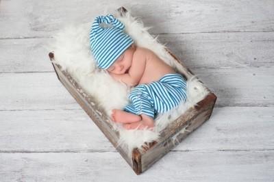 К матери или отцу: куда и с кем по закону можно прописать новорожденного ребенка?