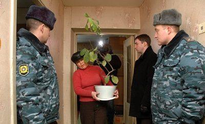 Изображение - Порядок выселения незаконно проживающего человека из квартиры Vyselenie-po-sudu-400x243