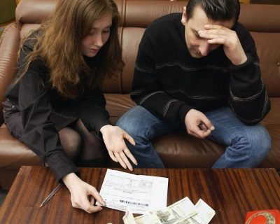 Можно ли приватизировать квартиру с долгами (коммунальными)