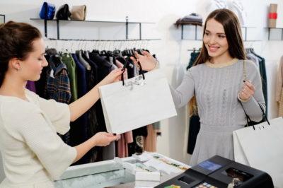 Как правильно вернуть футболку обратно в магазин после двух недель — правила, ограничения, сроки возврата одежды